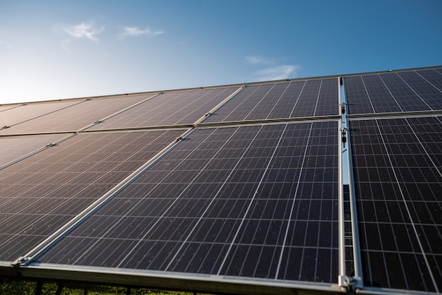 Apparecchiature per la generazione di energia solare fotovoltaica, concetto di energia verde pulita alternativa