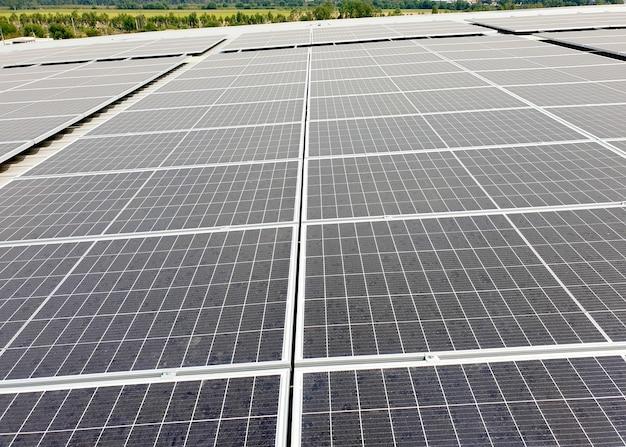 Solar rooftop dopo l'installazione sul tetto della fabbrica