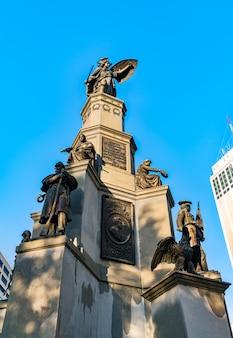 Monumento ai soldati e ai marinai, un memoriale della guerra civile a detroit michigan, stati uniti