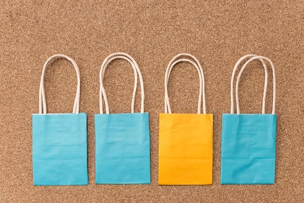 Pacchetti di carta solida artigianale in colori vivaci