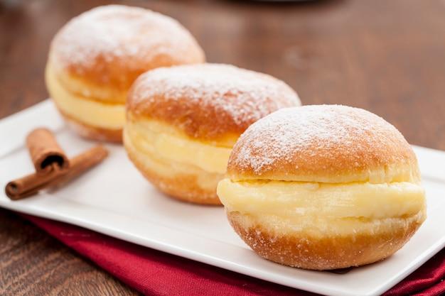 Sonho, una pasticceria tradizionale, prodotta in panetterie brasiliane.