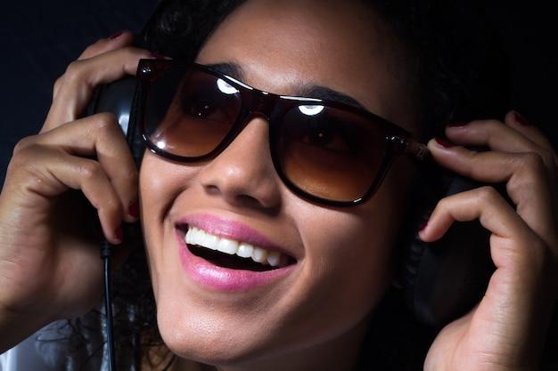 Sonrisa femenino belleza felicidad gente