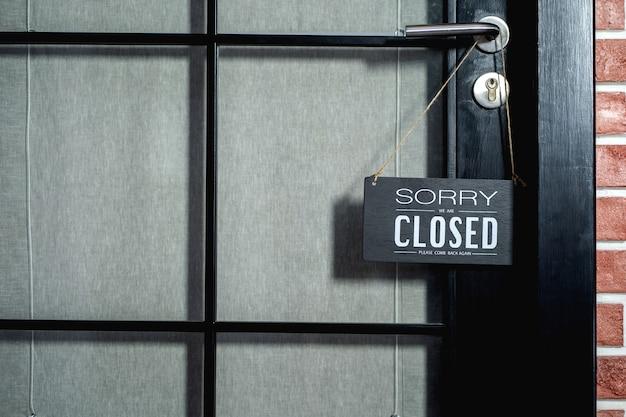 Siamo spiacenti, siamo chiusi segno. l'ufficio commerciale o il negozio del negozio è chiuso,