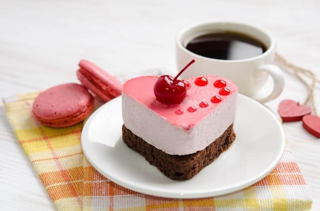 Torta soufflé con tazza di caffè