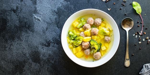 Zuppa con polpette e verdure