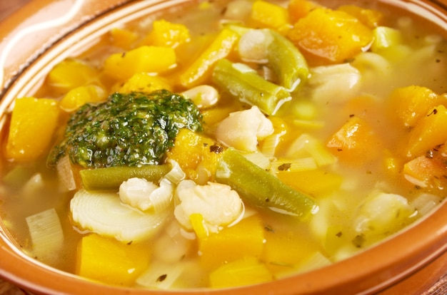 Soupe au pistou - zuppa di verdure rench.