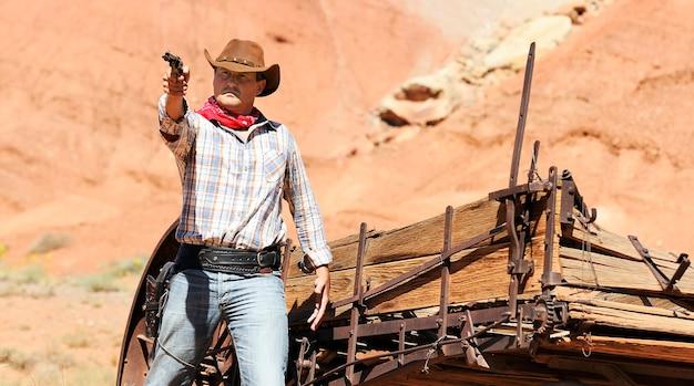 Sud ovest - un cowboy prende tempo per riposare e riflettere.