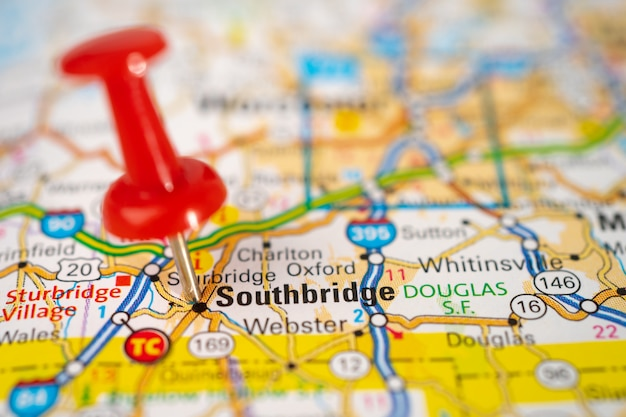 Southbridge, massachusetts, carta stradale con puntina rossa, città negli stati uniti d'america. Foto Premium