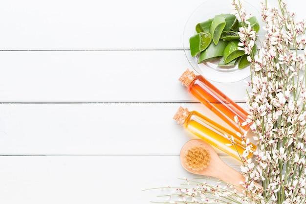 Concetto di prodotti cosmetici spa, sfondo spa con uno spazio per un testo, piatto laico, vista dall'alto.