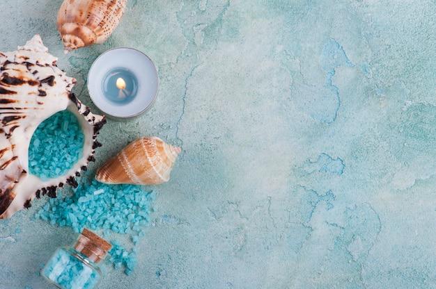 Prodotti spa con conchiglie e sale