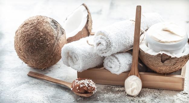 Spa still life con prodotti freschi di cocco e cura del corpo