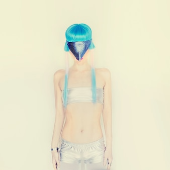 Modello di ragazza spaziale fashion club party dance style