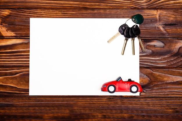 Spazio per il testo sull'acquisto di una nuova auto o sui suoi contenuti. concetto sul tema dell'acquisto di un'auto. la vista dall'alto
