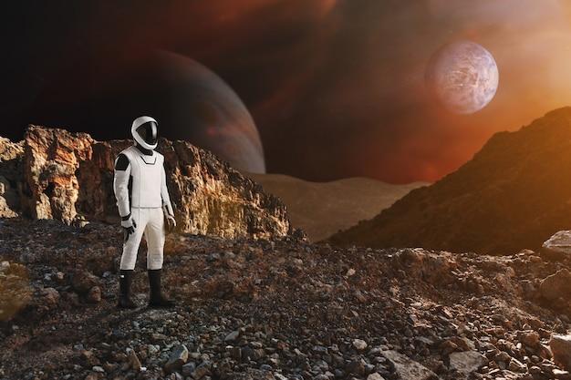 Spaceman cammina sul pianeta alieno