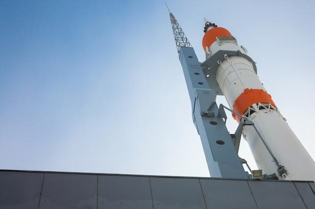 Astronave sulla rampa di lancio
