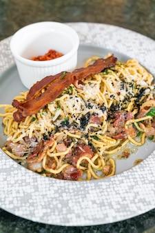 Spaghetti aglio e olio con guanciale