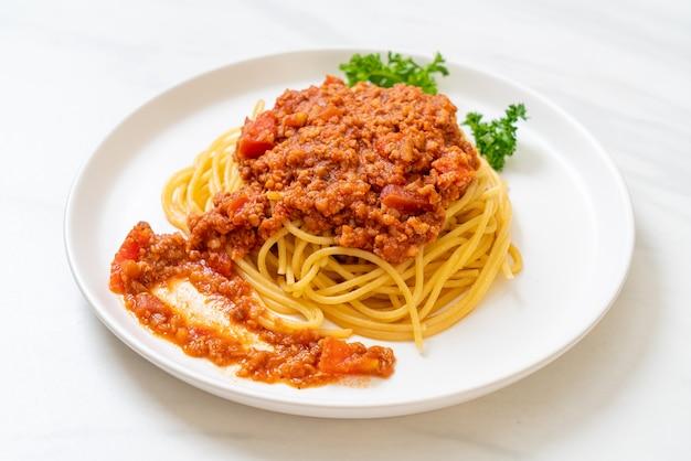 Spaghetti alla bolognese o spaghetti al sugo di pomodoro tritato