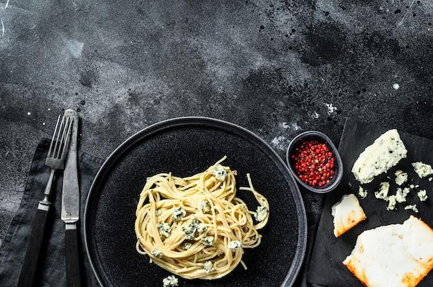 Spaghetti al gorgonzola blu