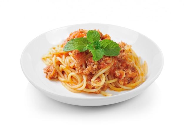 Pasta degli spaghetti con la salsa di manzo al pomodoro in zolla