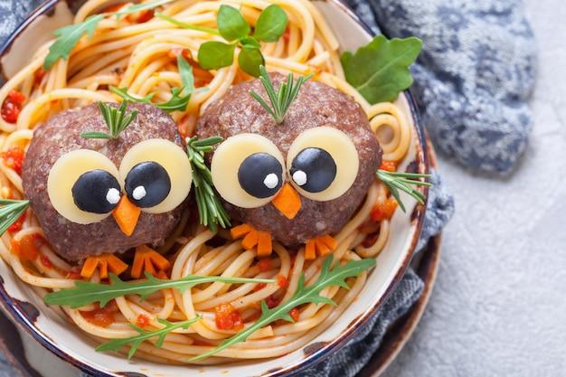 Spaghetti con divertenti polpette per bambini
