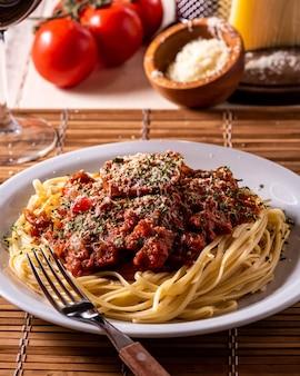 Spaghetti al pomodoro e formaggio