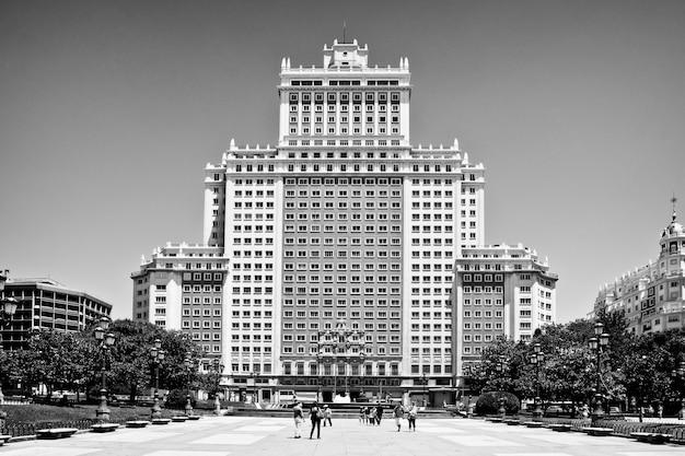 Spagna edificio di fronte alla famosa piazza di spagna a madrid