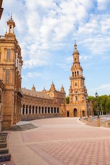 Spagna, siviglia. piazza di spagna, un esempio di riferimento dello stile neorinascimentale nell'architettura spagnola