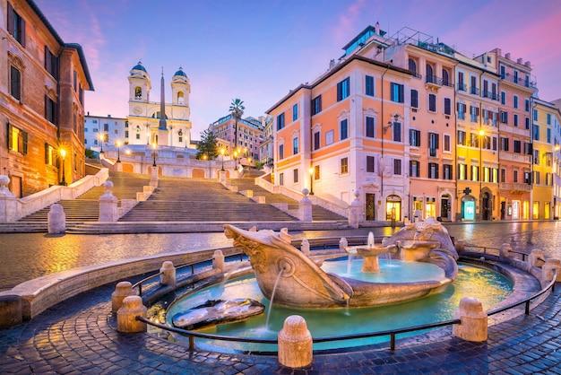 Piazza di spagna al mattino, roma, italia al crepuscolo