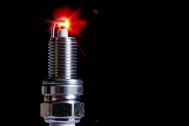 Candela per motore a combustione interna. copia spazio.
