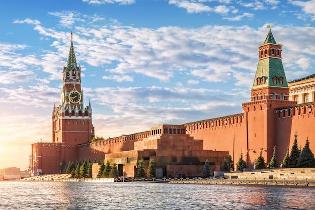 Torre spasskaya, mausoleo e mura del cremlino di mosca