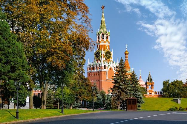 Torre spasskaya del cremlino di mosca. russia.