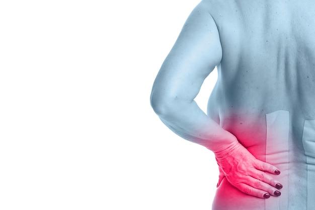 Nastro fisioterapico speciale messo sulla schiena infortunata su sfondo bianco