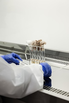 Attrezzature specializzate per la produzione di vaccini e farmaci
