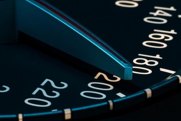 Dettaglio della velocità con ripresa macro del contachilometri dell'auto
