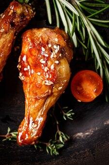 Ali di pollo glassate piccanti con spezie