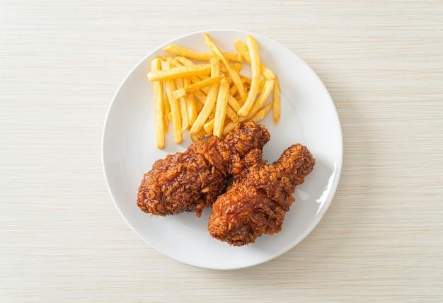 Pollo fritto alla coreana piccante con patatine fritte