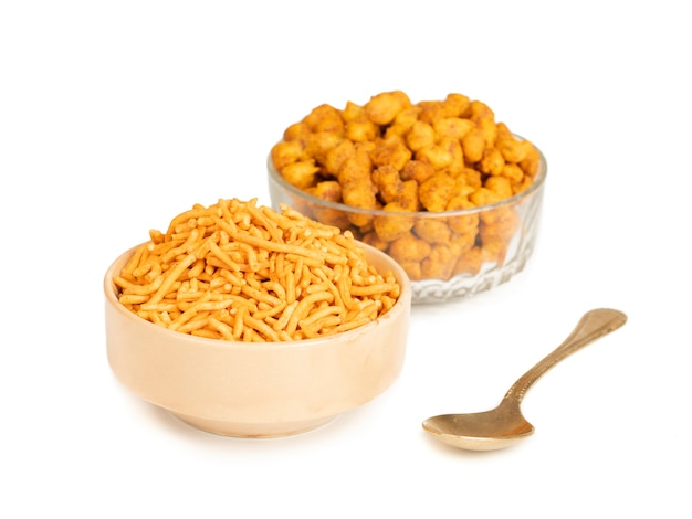 L'arachide piccante o masala è uno spuntino popolare gujarati