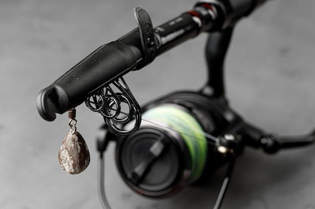 Spinning per la pesca su fondo in legno