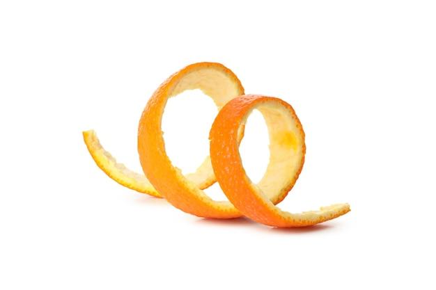 Spirale di buccia di mandarino isolato su bianco