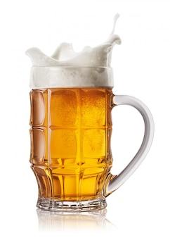 Splash in boccale di birra