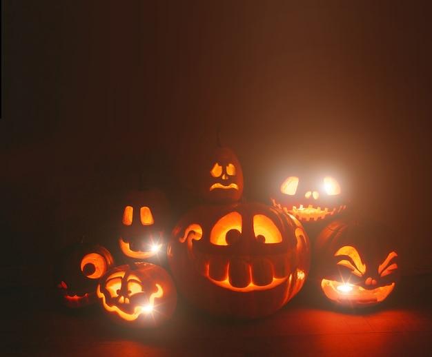 Zucche intagliate spettrali per halloween