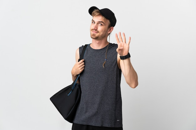 Uomo biondo di sport isolato sul muro bianco felice e contando quattro con le dita Foto Premium