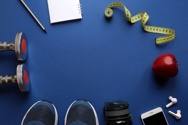 Bottiglia di scarpe da ginnastica di attrezzature sportive con nastro di misurazione