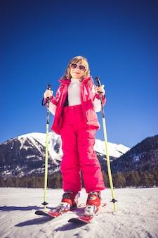 Sport inverno divertimento sci bambino