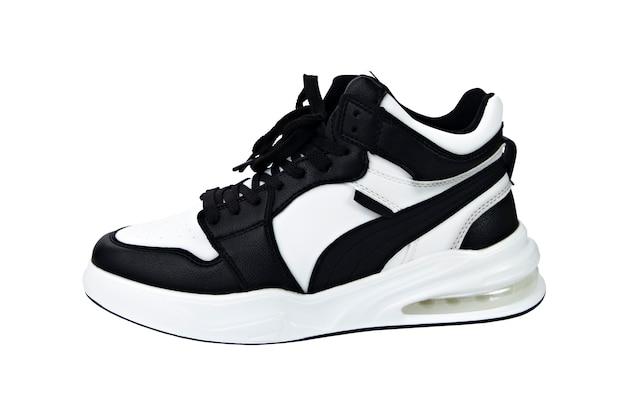 Scarpe sportive in bianco e nero isolare