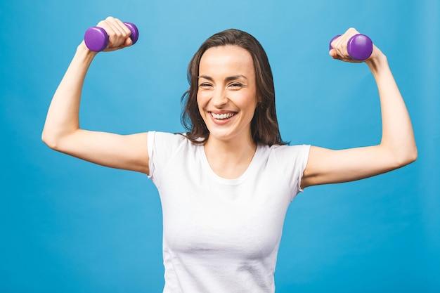 Donna sportiva che fa esercizi