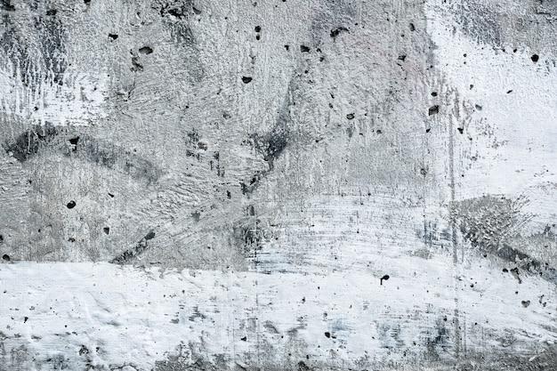 Muro di cemento grigio macchiato, fondo urbano grigio, struttura monocromatica di vecchio lerciume. superficie in pietra dipinta di bianco con stucco. sfondo ruvido di architettura. cemento, carta da parati in gesso.