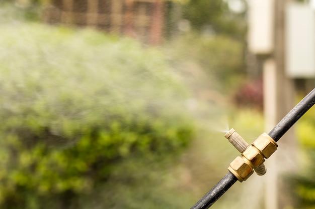 Ugelli di spruzzo. attrezzature per aggiungere umidità nel giardino.