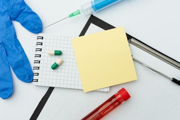 Diffondere il messaggio di sensibilizzazione sui virus, preparare medicinali per l'infezione, prendere appunti importanti, pianificare misure preventive, raccogliere informazioni sui medicinali, indossare indumenti protettivi