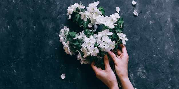 Composizione di fiori di fioritura primaverile